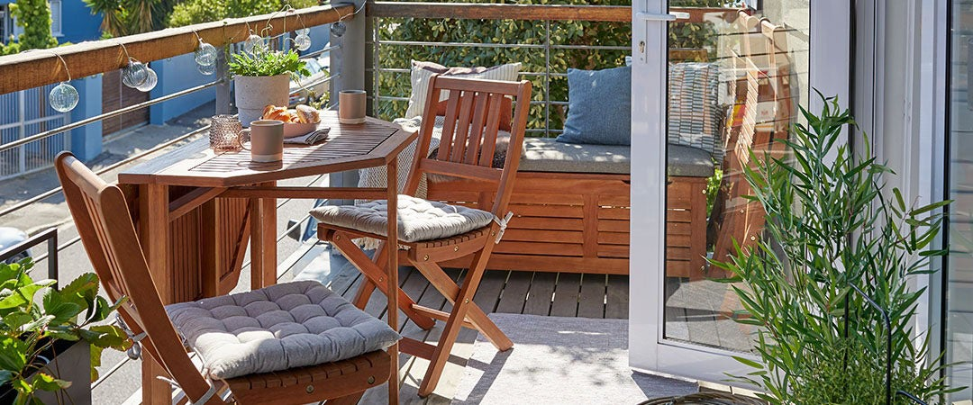 WOODEN GARDEN FURNITURE FOR YOUR BALCONY